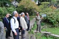 二宮靖男様の名ガイドで園内を散策